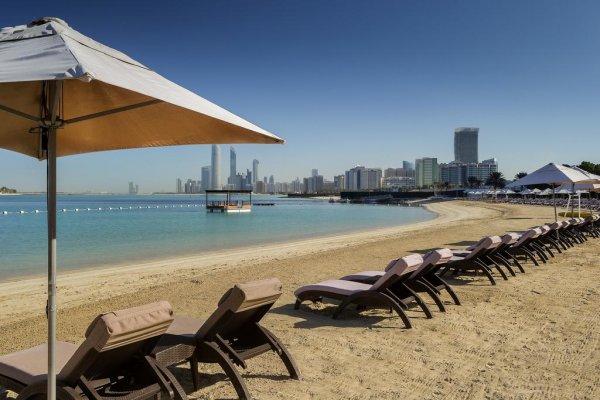 Abu Dhabi: Radisson Blu Hotel & Resort Corniche 5* z Viedne