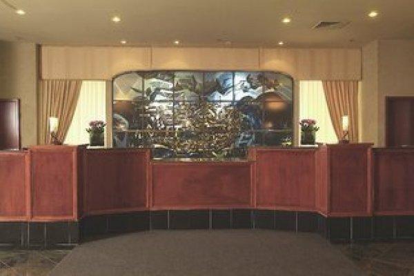 Travelodge By Wyndham Hotel & Convention Center Quebec City