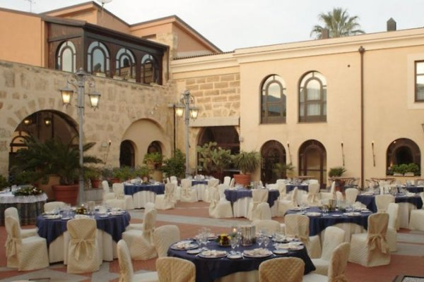 Del Centro Hotel