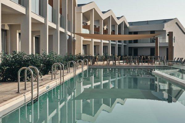 Aqua Bay Suites