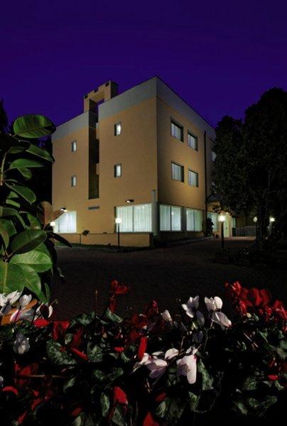 Scheppers Hotel & Hostel