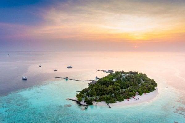 Maldivy: Eriyadu Island Resort 4* z Bratislavy