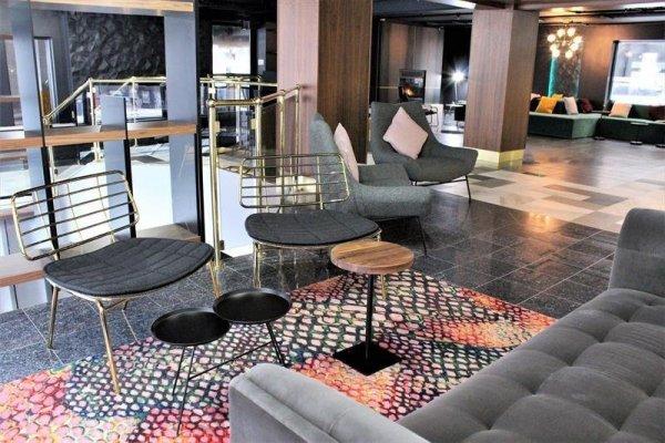 Empire Suites Hotel