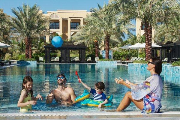 Ras al Khaimah: DoubleTree by Hilton Resort Marjan Island 5* z Budapešti