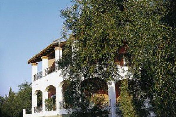 Bella Vista Beach Hotel & Studios