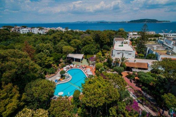 Ischia: Pineta Hotel 3*
